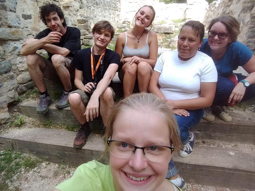 v.l.n.r. Feri, Harry, Tina, unsere peruianische Hausbewohnerin, Chiara