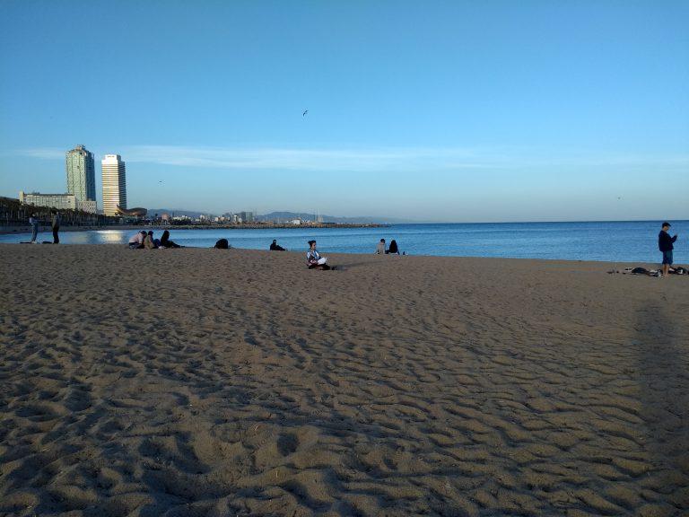 am Strand in Barcelona (1)